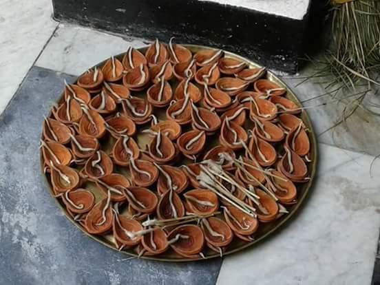 বিশ্বাস বাড়ীর পূজো - সন্ধি-পুজার একশ আট দীপ