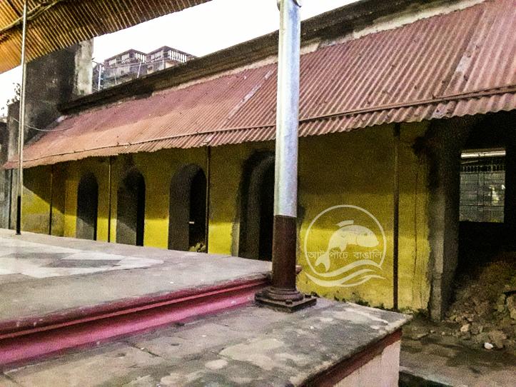 বড় রাসবাড়ির ভাণ্ডার-ঘর ও তৎসংলগ্ন ভোগঘর